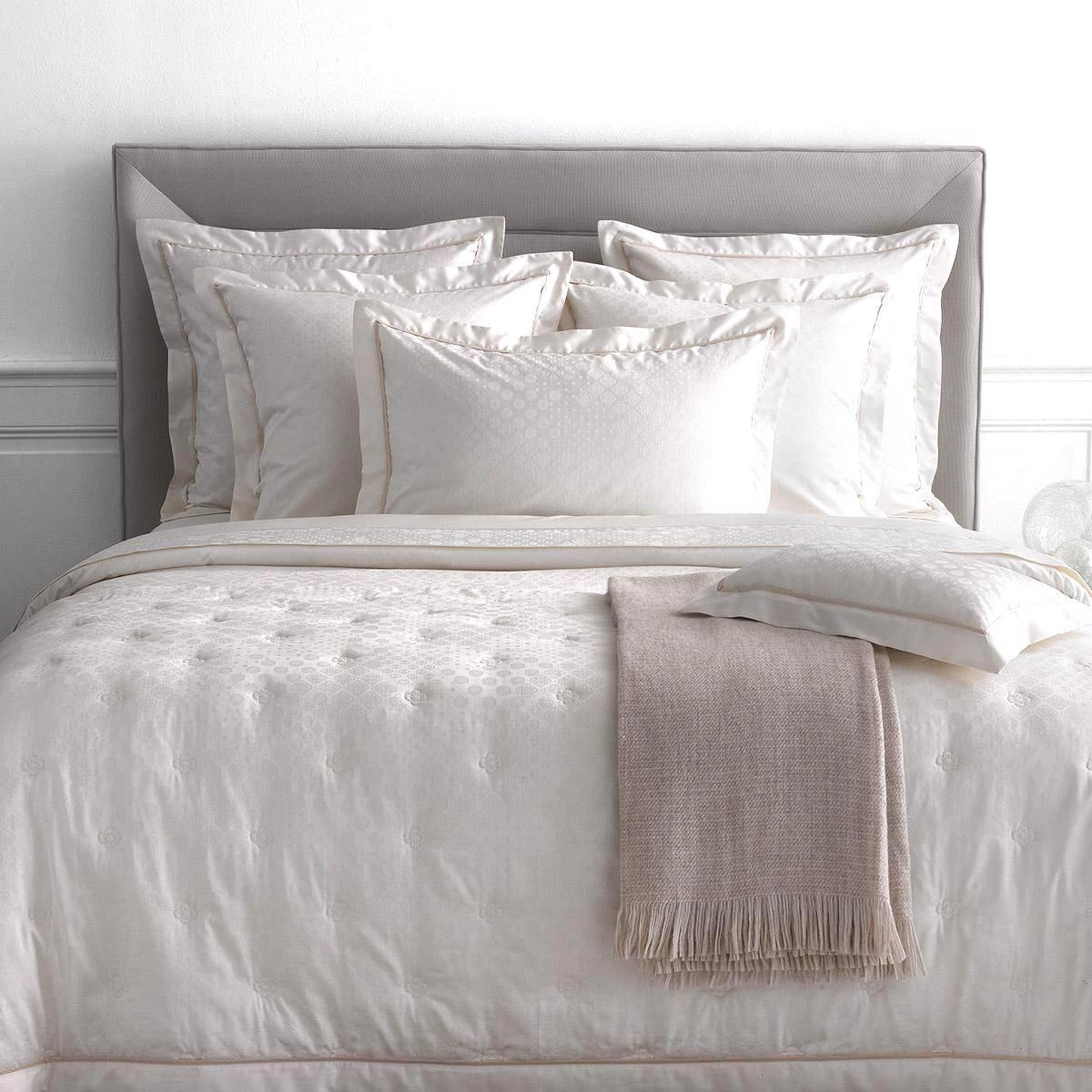 linge de lit yves delorme destockage de luxe housse de. Black Bedroom Furniture Sets. Home Design Ideas