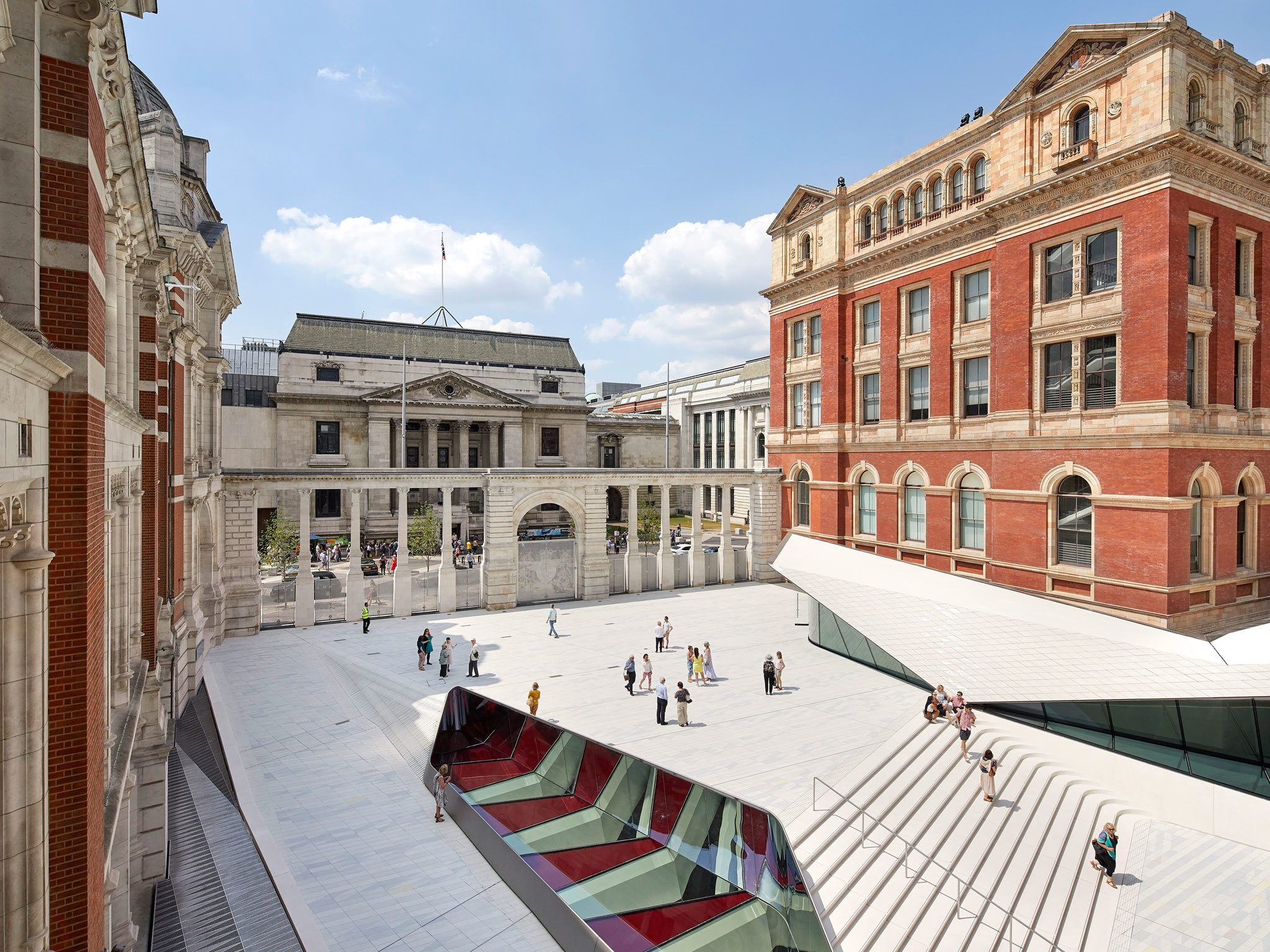 Lit 2 Places Moderne Le Luxe 101 Amazing Things to Do In London – Your Ultimate Guide to London