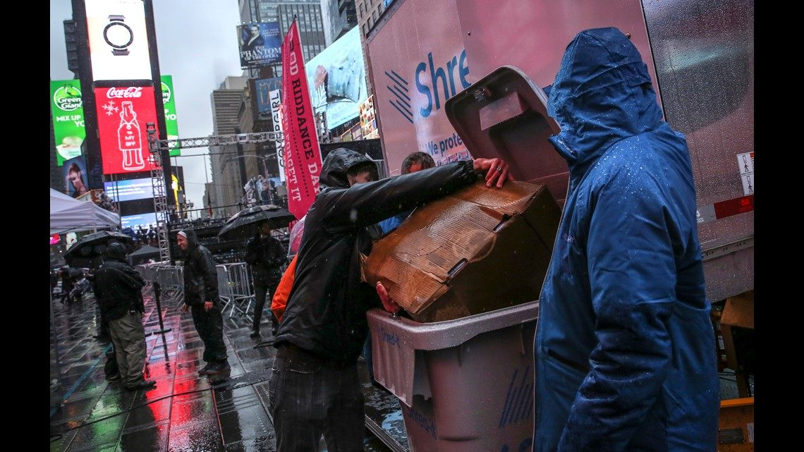 Lit Bebe Metal Inspiré Throngs to Pack Times Square for Mild Rainy New Year S Eve