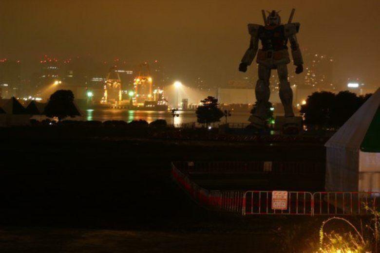 Lit Deux Places Dimensions De Luxe Giant Gundam Robot – tokyo Japan atlas Obscura