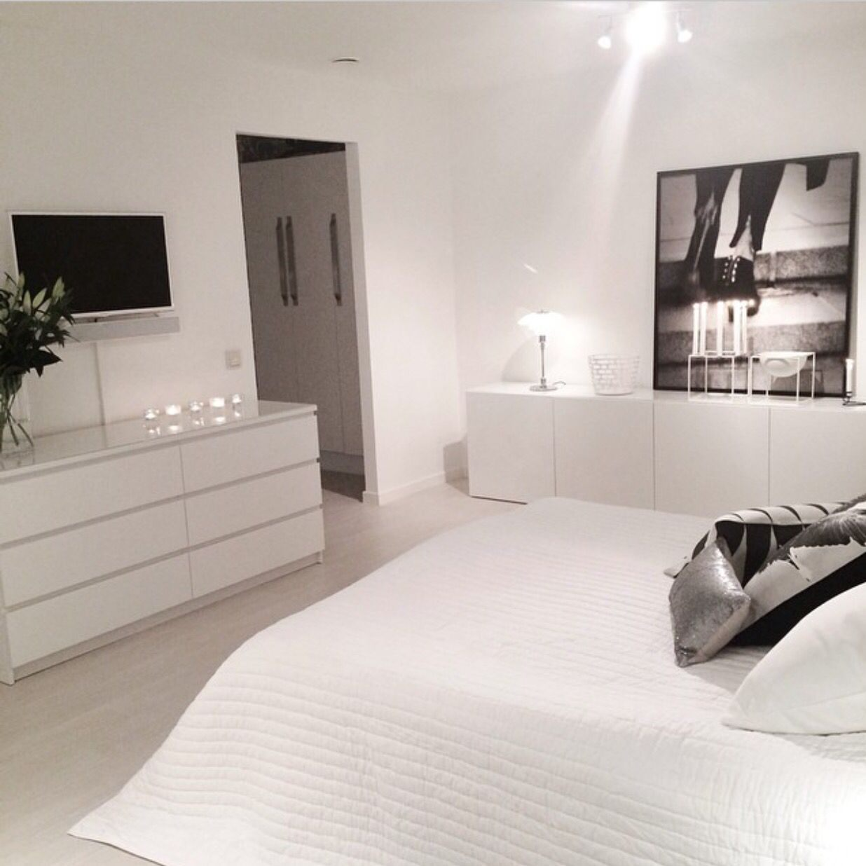 Lit Malm Ikea 90 Frais Scandinavian Design Get To Know This All White Design Project