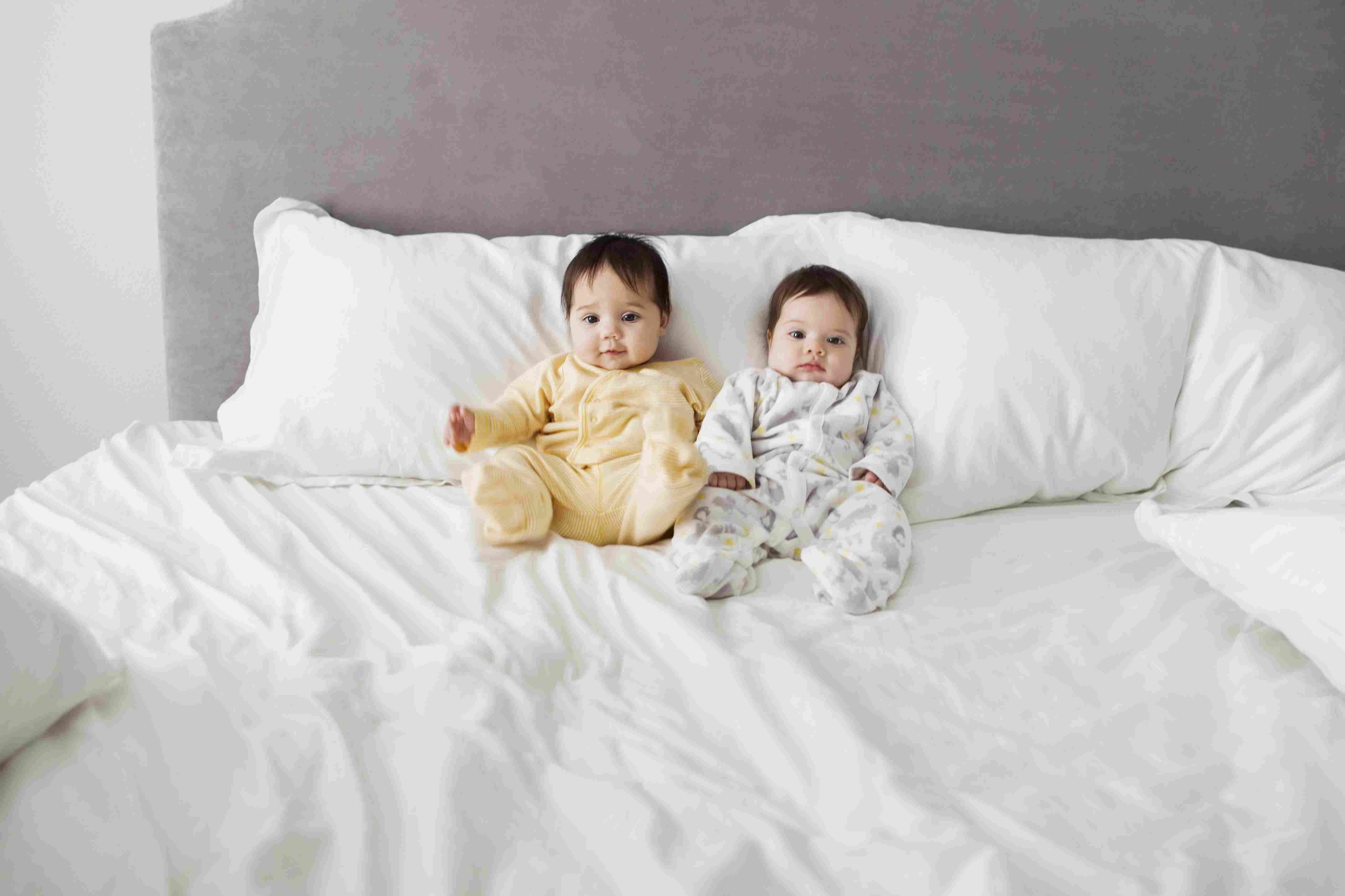 15 Sets of Spanish Baby Names for Twins
