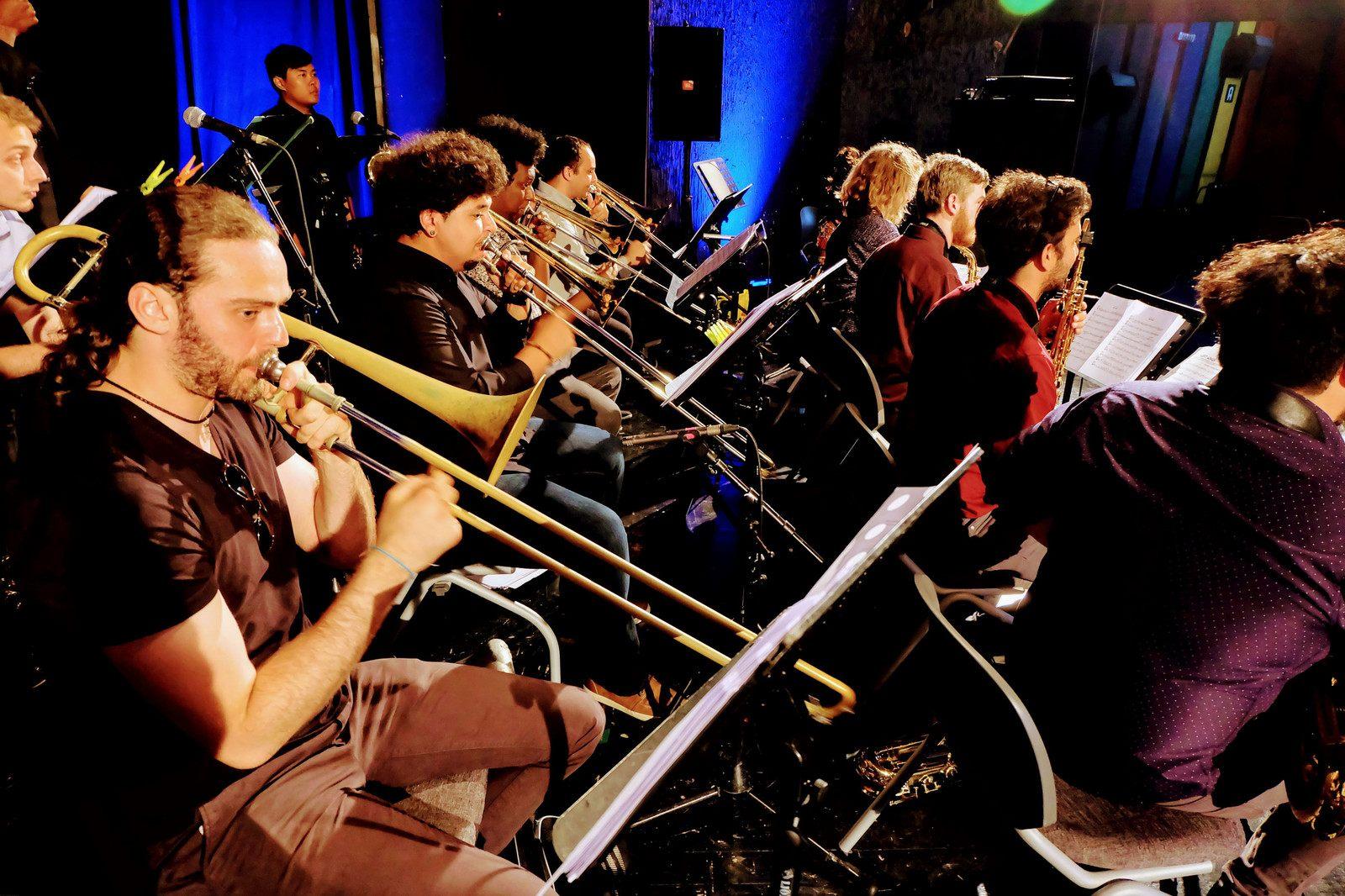 Orchestra tour De Lit Charmant Jmjw
