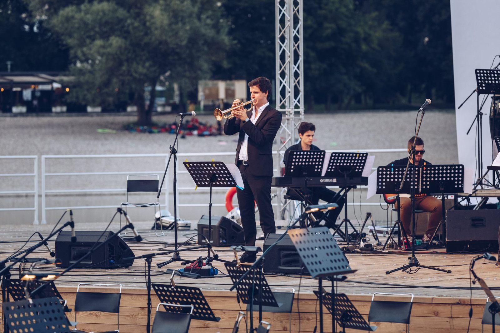 Orchestra tour De Lit Magnifique Jmjw