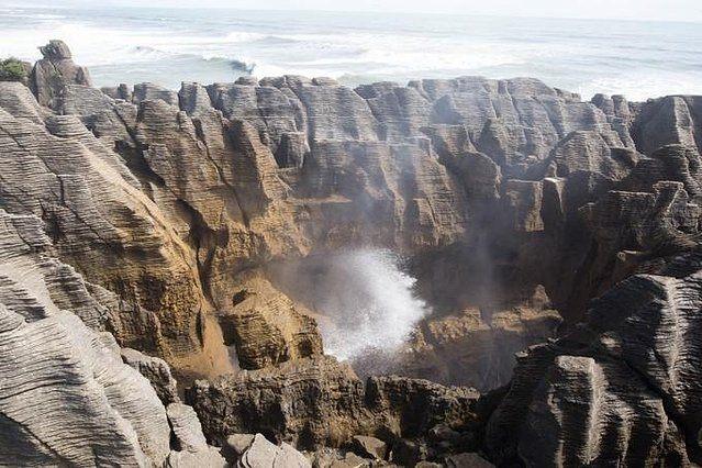 Prédateur Punaise De Lit Charmant Punakaki的薄饼岩和喷水洞非常特别 值得一看 但是喷水洞有特定的涨潮