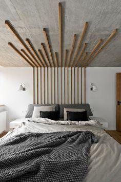 Tªte de lit thé¢tralisée en tasseaux de bois