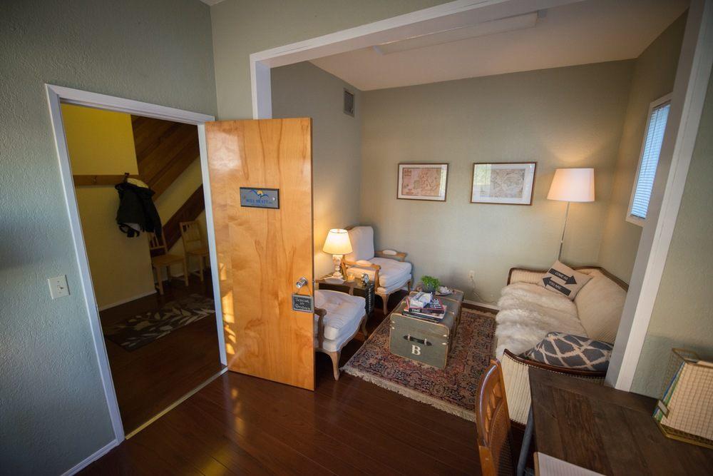 Tour De Lit 360 Magnifique Counselling Fice — Will Bratt Counselling