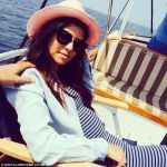 Tour De Lit Bump Génial Pregnant Kourtney Kardashian Shows Off Baby Bump In Clingy Dress On