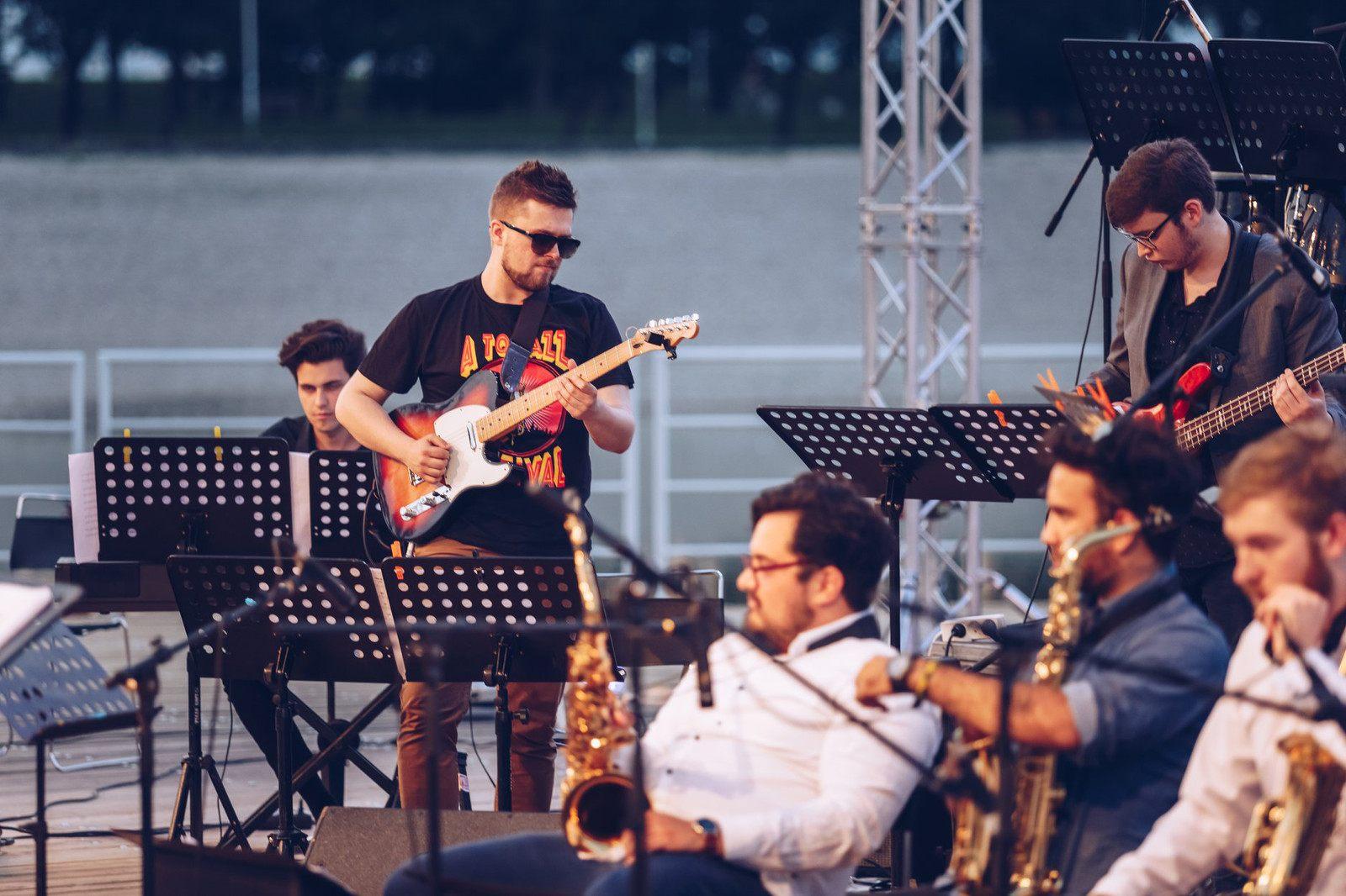 Tour De Lit orchestra Magnifique Jmjw