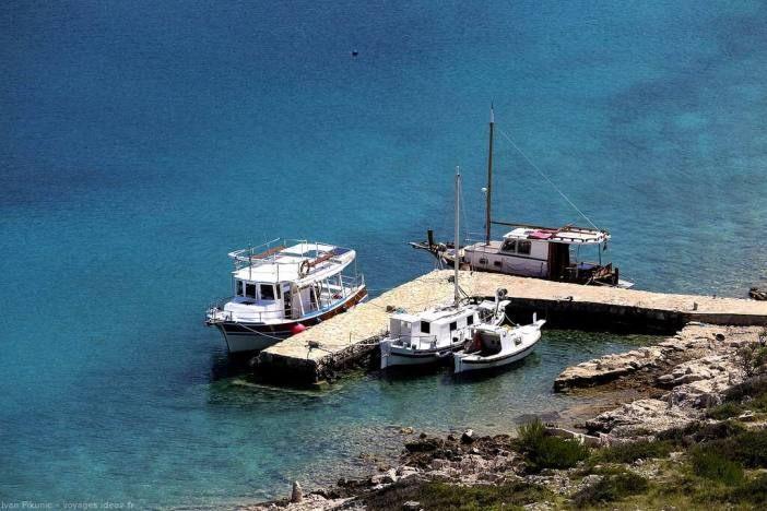Tour De Lit Petit Bateau Élégant Parc National Iles Kornati Expérience De Robinson En Croatie
