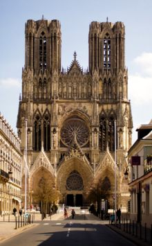 Tour De Lit Rose Pale Fraîche Reims Cathedral